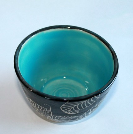 blue black sunflower sgarfitto vase insideview